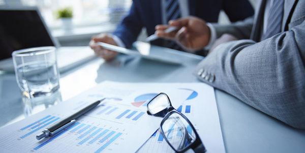 Для получения налогового вычета необходимо обратиться в ФНС и предоставить запрошенные документы, а затем отнести в бухгалтерию уведомление