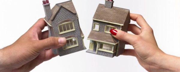 Долевая собственность подразумевает, что каждый из супругов владеет заранее оговоренной ими частью имущества